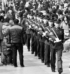 武警执勤153个大中城市确保春运安全