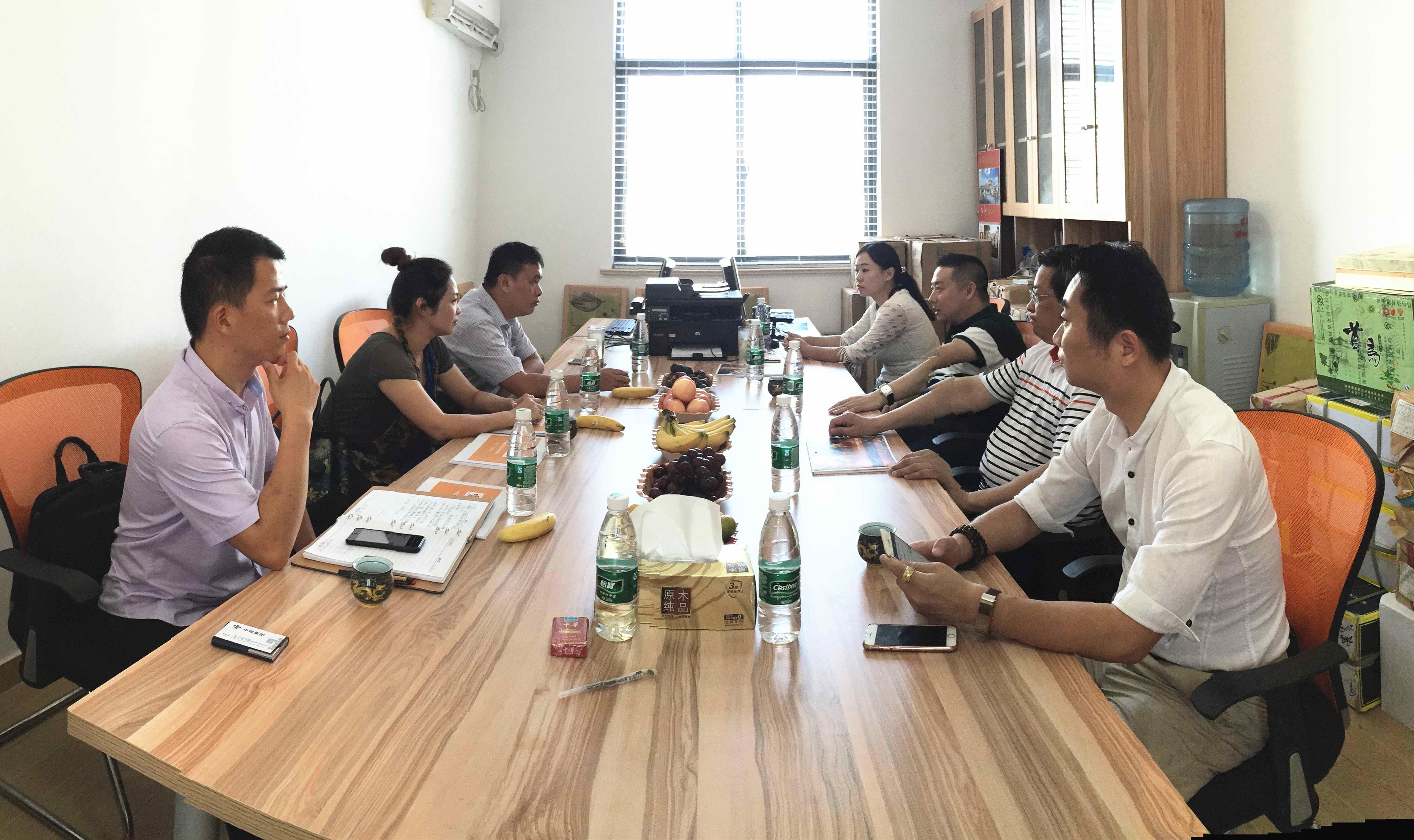 海盐武原领导酷暑拜访中国出版传媒网